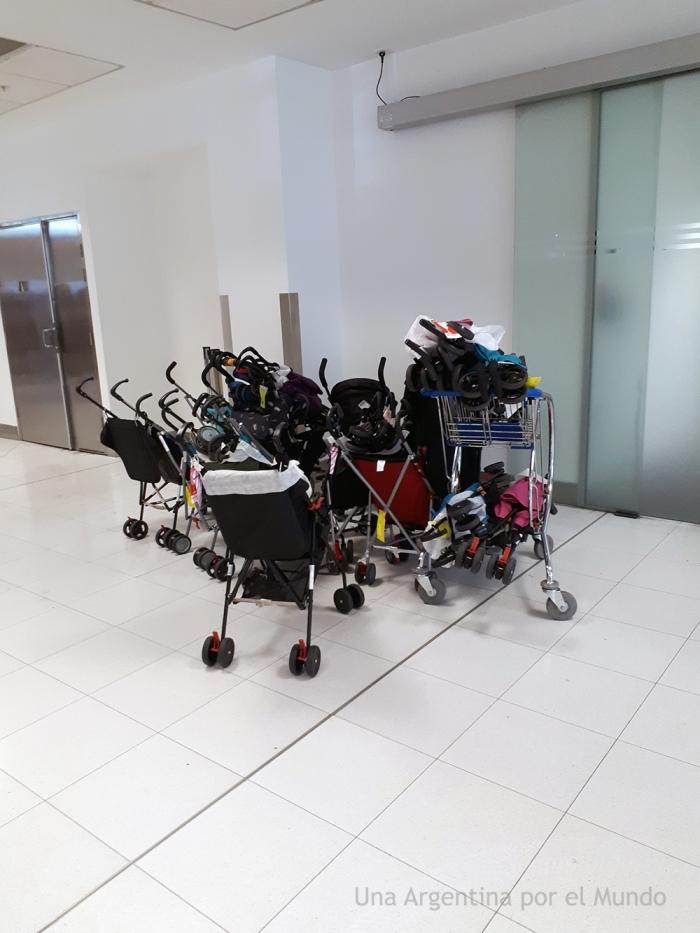 Baby strolls airport Sydney / Carritos de bebé aeropuerto de Sydney