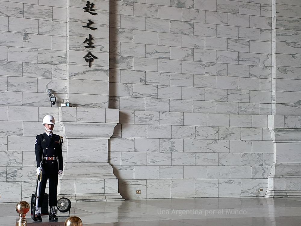 Guardia en el Memorial